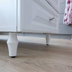 dom pod poznaniem_kw: styl , w kategorii Garderoba zaprojektowany przez Szalbierz Design
