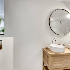 Salle d'eau: Salle de bains de style  par Ma