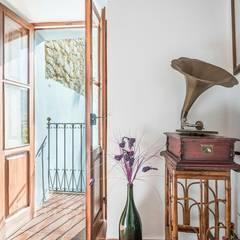 House completely restored in Dalt Vila:  Corridor & hallway by ibizatophouse