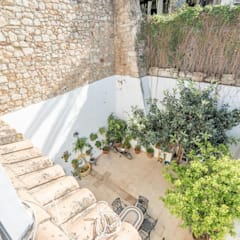 House completely restored in Dalt Vila:  Houses by ibizatophouse