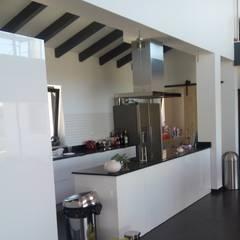 O Pirilampo - Alojamento Local: Cozinhas  por Arkhimacchietta Atelier