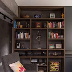 Concreto e Tijolinhos: Escritórios  por Rabisco Arquitetura