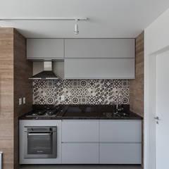 Edícula Gourmet: Garagens e edículas modernas por Rabisco Arquitetura