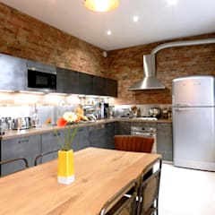 Maison style Loft: Cuisine intégrée de style  par Sacha Goutorbe | Architecte d'intérieur