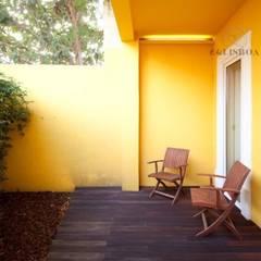 Apartamento T2 Ajuda: Terraços  por EU LISBOA