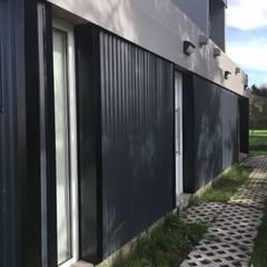 Passive house by JeremíasMartínezArquitecto, Industrial Metal