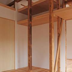 柏の家1(果樹のある家): 大畠稜司建築設計事務所が手掛けた寝室です。