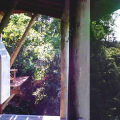 Residência Ibiraquera: Chalés e casas de madeira  por Raiz Arquitetônica