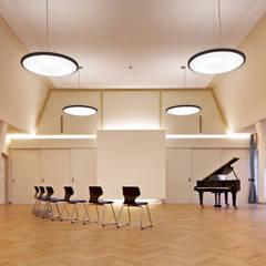 Gemeindesaal:  Arbeitszimmer von elbsand architekten