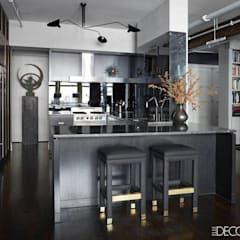 Small kitchen with breakfast table and Bar:  Kitchen units by unlimteddesigns/bansal designs