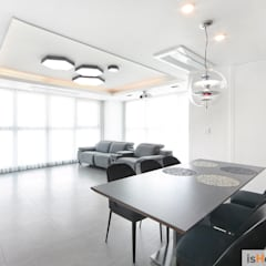 시선을 사로잡는 38평 청라아파트의 품격: 이즈홈의  다이닝 룸