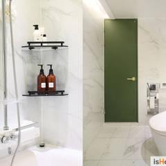 시선을 사로잡는 38평 청라아파트의 품격: 이즈홈의  욕실,미니멀