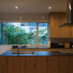 Built-in kitchens by 株式会社 ATELIER O2