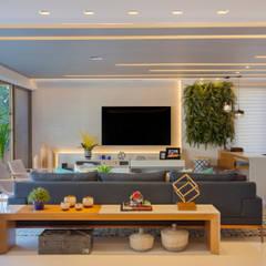 Ipanema: Salas de estar modernas por Patrícia Netto Arquitetura & Design
