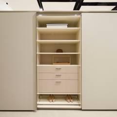SHOWROOM ORNARE BELO HORIZONTE: Closets modernos por Studio Cicconi