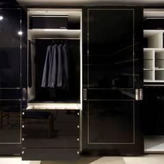 SHOWROOM ORNARE BELO HORIZONTE: Closets  por Studio Cicconi