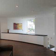 Casa El Secreto: Electrónica de estilo  por OM arquitectura