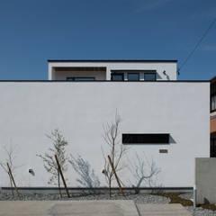 Rumah tinggal  oleh yuukistyle 友紀建築工房