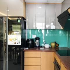 HOÀN THIỆN NỘI THẤT TRỌN GÓI CĂN HỘ CHỊ TRANG - 65M2 -CELADON TÂN PHÚ:  Tủ bếp by Công ty TNHH Nội Thất Mạnh Hệ