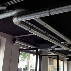 Impianto HVAC, dettaglio: Negozi & Locali commerciali in stile  di Farre+Stevenson Architettura