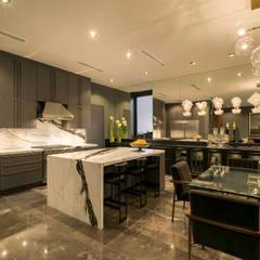 Casa Cumbres, Arquitectura de Materialista: Cocinas de estilo  por Villalobos Image Maker