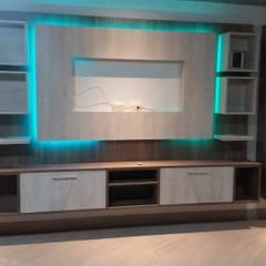 Salas multimedia de estilo minimalista por MARSHEL DUART SRL