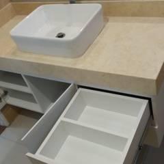 MUEBLES DE BAÑO: Baños de estilo  por MARSHEL DUART SRL, Moderno