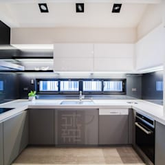 豪華氣度別墅/王公館:  廚房 by 沐築空間設計