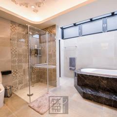 主臥浴室:  浴室 by 沐築空間設計