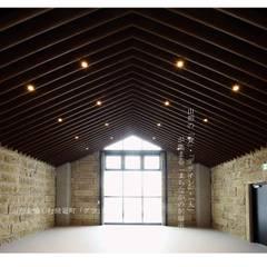 ホール内観: アーキテクチュアランドスケープ一級建築士事務所が手掛けた商業空間です。