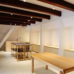 クラフトストア内観: アーキテクチュアランドスケープ一級建築士事務所が手掛けた商業空間です。
