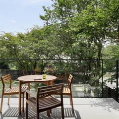 054那須Mさんの家: atelier137 ARCHITECTURAL DESIGN OFFICEが手掛けたベランダです。