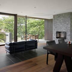054那須Mさんの家: atelier137 ARCHITECTURAL DESIGN OFFICEが手掛けたリビングです。