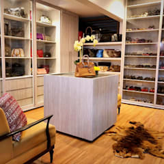 Dressing room by SNS Lush Designs and Home Decor Consultancy