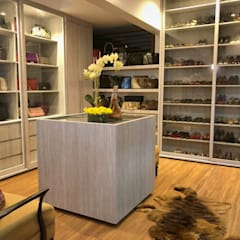 Walk in Closet 1:  Bedroom by SNS Lush Designs and Home Decor Consultancy