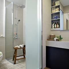 modern Bathroom by OUA 오유에이