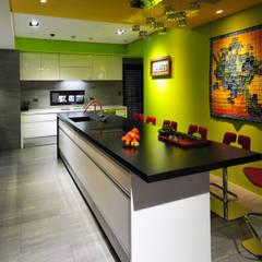 室內設計 市政廳 HL House:  廚房 by 黃耀德建築師事務所  Adermark Design Studio