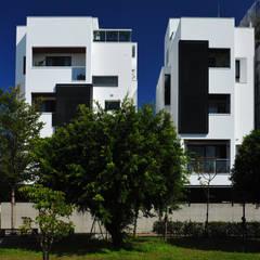 منزل عائلي صغير تنفيذ 黃耀德建築師事務所  Adermark Design Studio