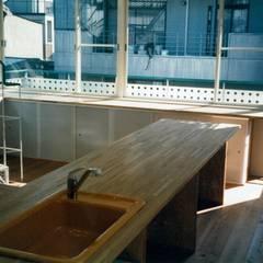 キッチン~ダイニング~造り付け収納: 中浦建築事務所が手掛けたキッチン収納です。