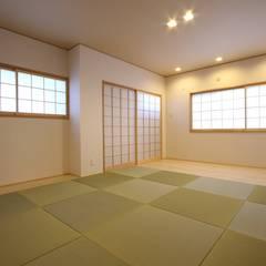 鉄筋コンクリート構造のキッチンを中心としたバリアフリー住宅: 中浦建築事務所が手掛けた和のアイテムです。