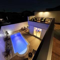 川崎市麻生区のプールのあるリゾート空間住宅: PROSPERDESIGN ARCHITECT OFFICE/プロスパーデザインが手掛けた家庭用プールです。