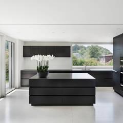 مطبخ ذو قطع مدمجة تنفيذ meier architekten
