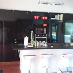 Cocina Despensa Arq. Mauricio Rivero: Muebles de cocinas de estilo  por Cocinas CM