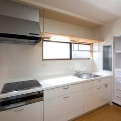 ペット(愛犬)と暮らす住宅: 中浦建築事務所が手掛けたシステムキッチンです。