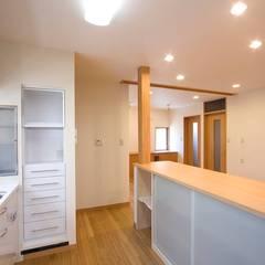 ペット(愛犬)と暮らす住宅: 中浦建築事務所が手掛けたキッチン収納です。