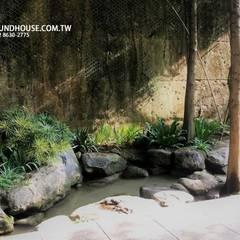 后花園:  露臺 by 大地工房景觀公司