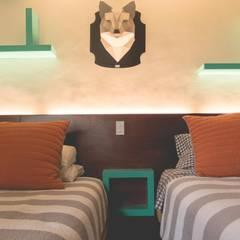 Remodelación de habitación: Recámaras de estilo ecléctico por Mono Studio