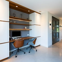 Landhuis in Zuidoostbeemster:  Studeerkamer/kantoor door Aangenaam Interieuradvies