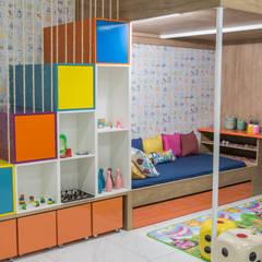 Um quartinho até para os adultos invejarem!: Quarto infantil  por Do Lado Di Cá