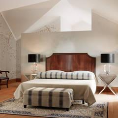 Pent House Apartment with middle eastern and oriental twist, Estoril: Quartos  por Inêz Fino Interiors, LDA